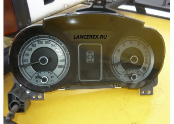 8100A623 панель приборов PAJERO IV V90